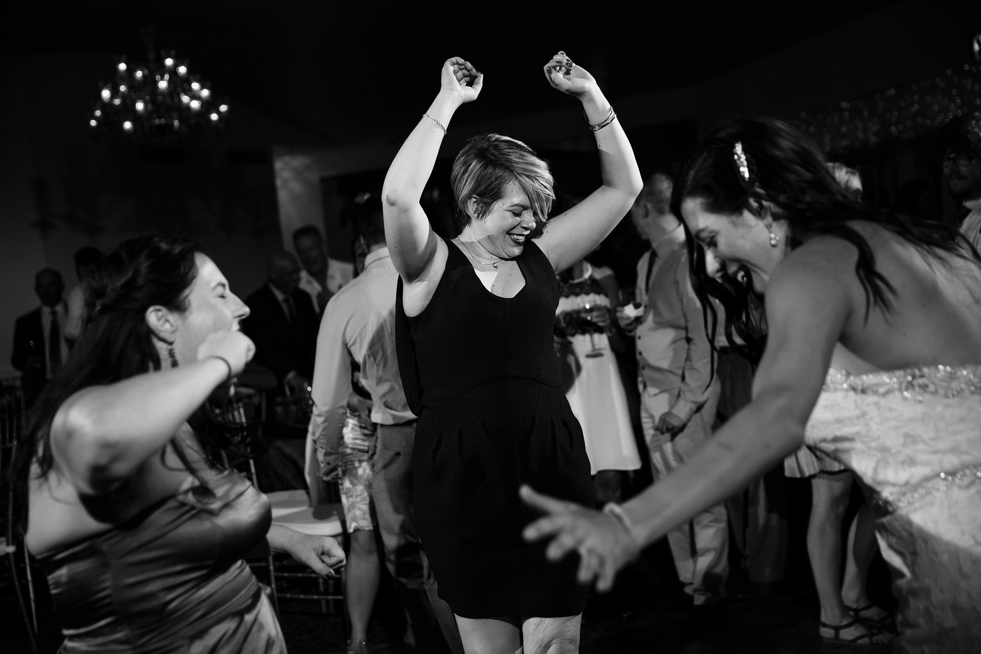 Gina and her friends dance the night away at Willow Ridge Manor