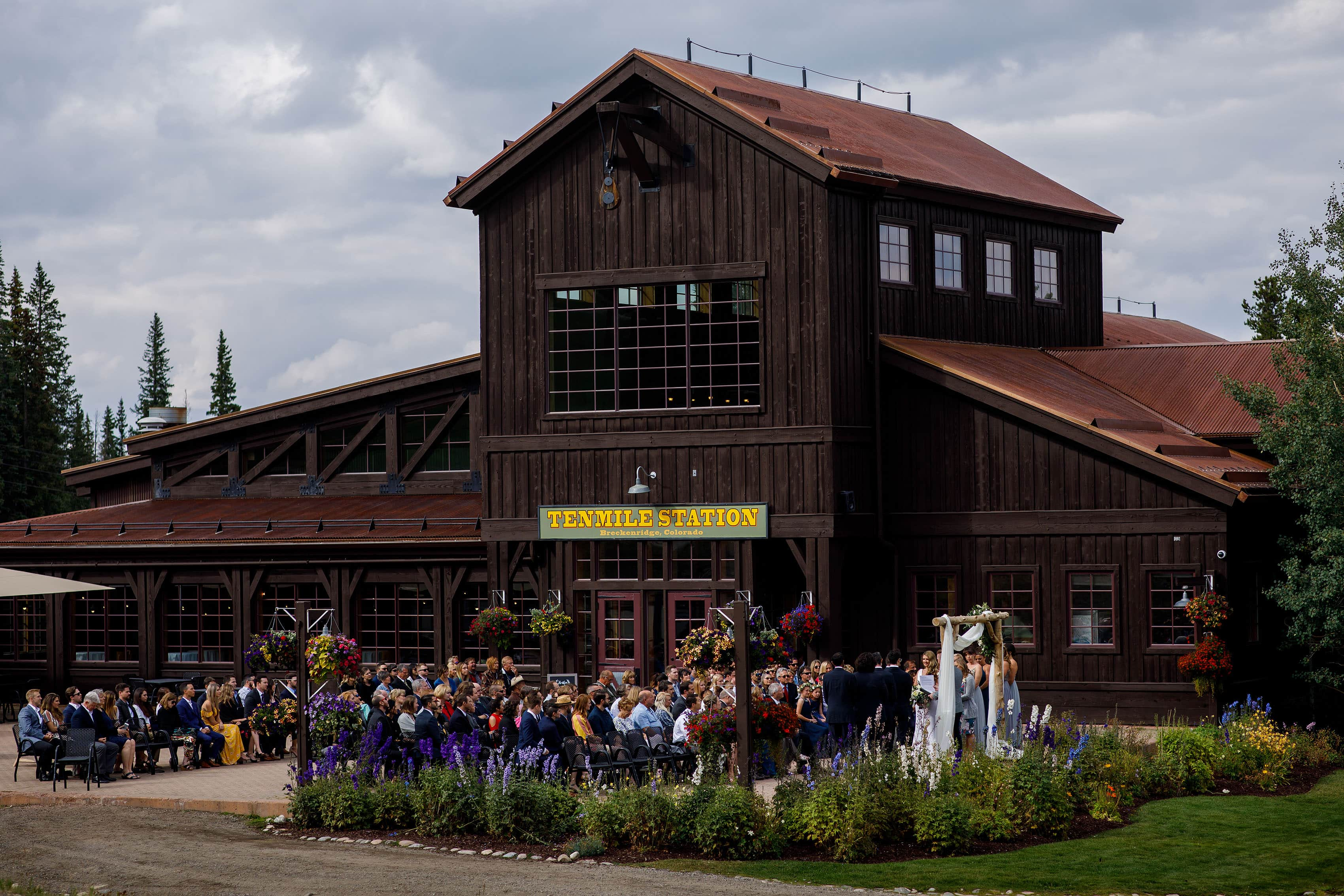 TenMile station wedding ceremony in the summer