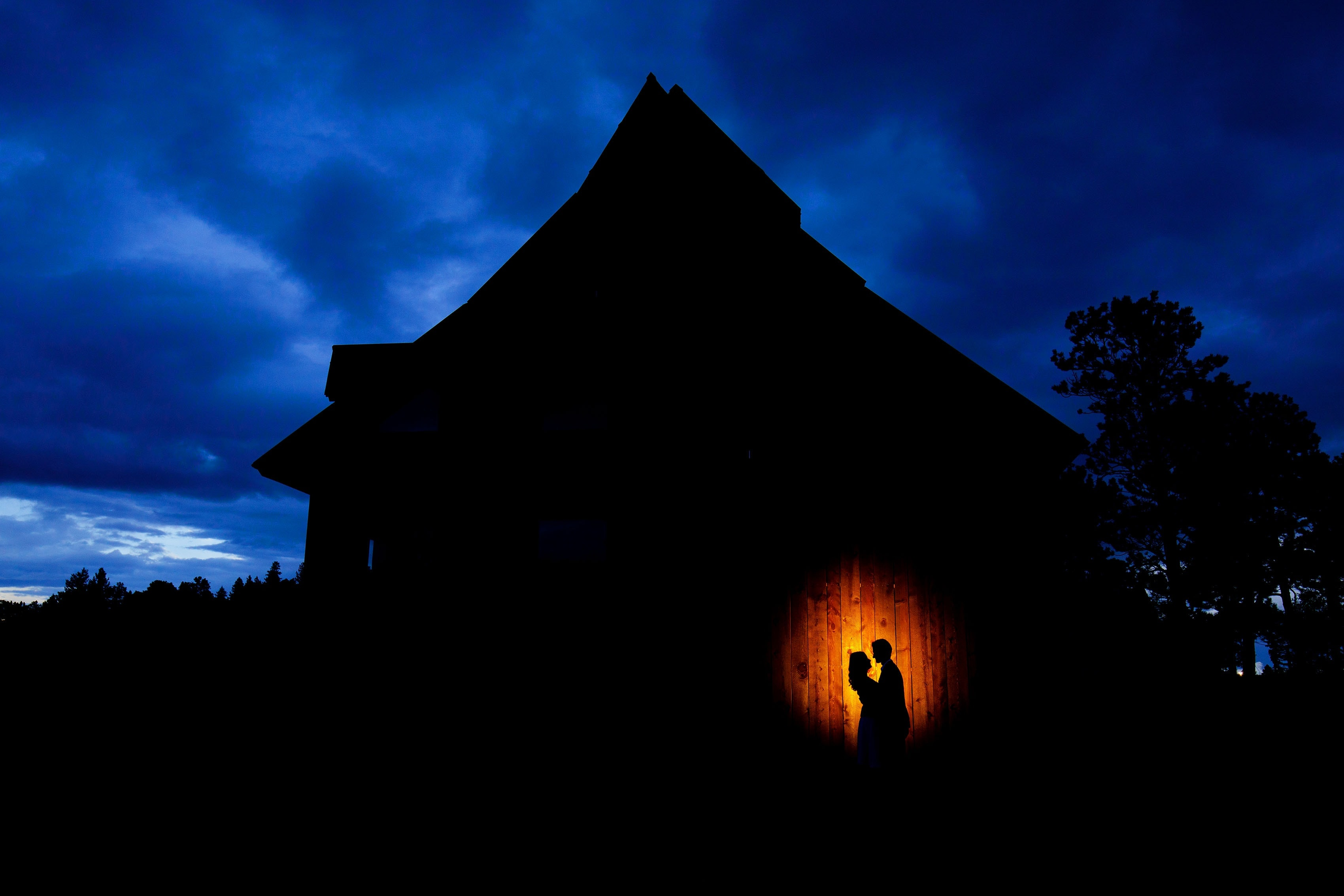 Alderfer Three Sisters Park barn engagement at twilight