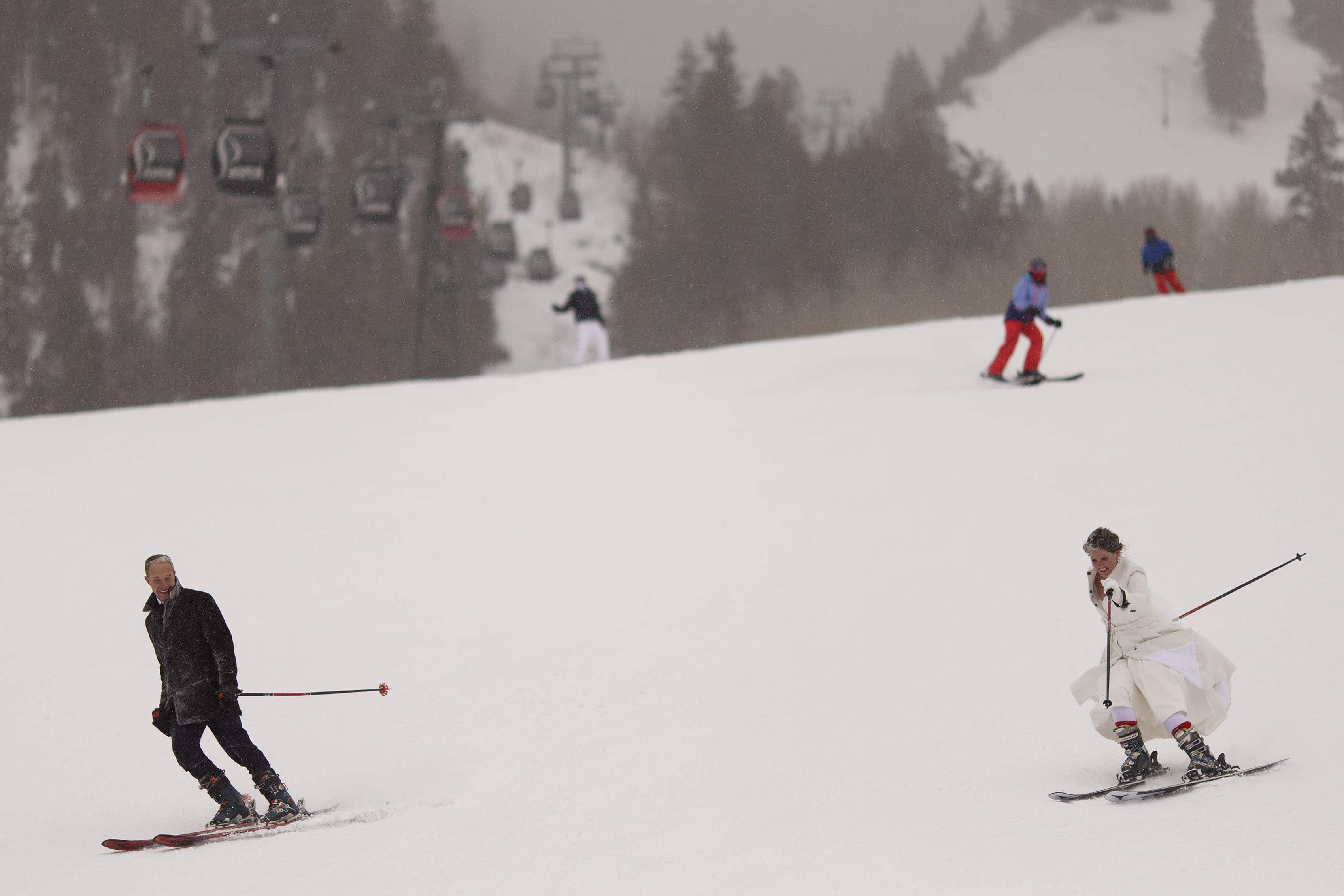 Kyle and Olivia ski down Aspen mountain on their wedding day